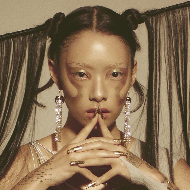 英國日裔歌手Rina Sawayama驚喜處女作《SAWAYAMA》 展現流行樂的多重可能