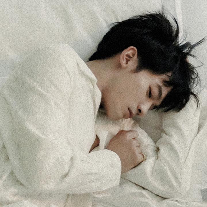 小樂吳思賢回歸最初的溫暖嗓音,推出新單曲〈再見永遠〉