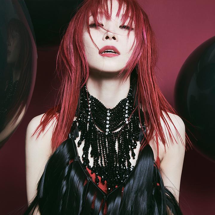 實力派搖滾歌姬LiSA迎來出道 10 週年,與傳奇樂手松本孝弘共譜新曲