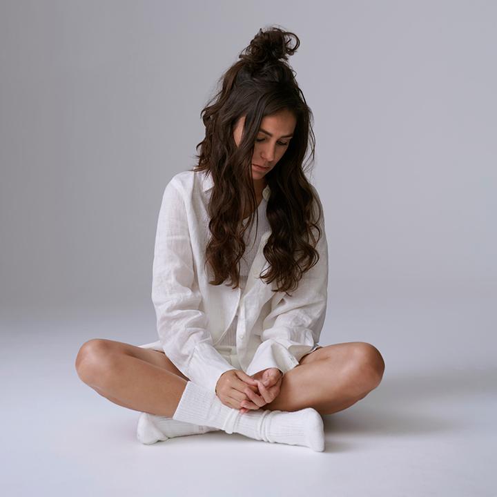 八座澳洲音樂獎加冕 「唱作才女」艾美雪克最新專輯《Cry Forever》剖析自我脆弱面